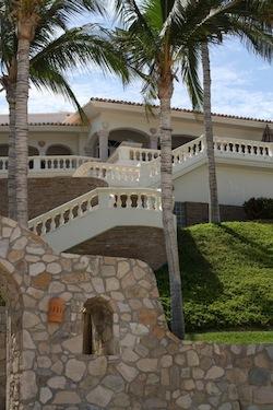 Renting a Cabo Villa